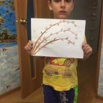 Алтухов Тимофей рисует веточку вербы