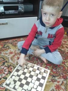 Бражников Дима игра в шашки