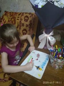 Чеповская Маша рисует насекомых