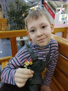 Исламов Антон дарю цветочек