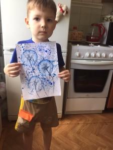 Мотовилов Рома нарисовал вместе с мамой одуванчики